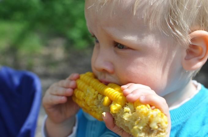 helping kids to eat vegetables